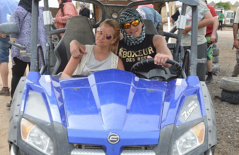 Private Buggy Tour in Hurghada am Morgen mit Kamelreiten